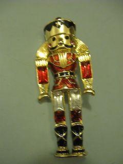 MONET NUTCRACKER GOLD TONE CHRISTMAS BROOCH / PIN RHINESTONES ENAMEL
