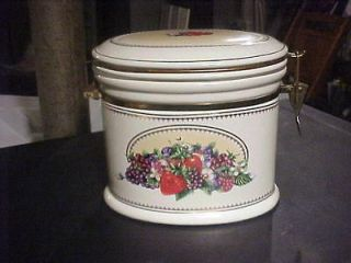EXCLUSIVE KNOTTS BERRY FARM CERAMIC CANISTER/COOKIE JAR
