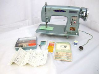 Royal Super DeLuxe Precision Built 1950s Sewing Machine w Accessories