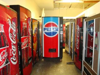 Vendo 475 Pepsi Soda Vending Machine 8 Selections 12 oz Cans & 16 oz