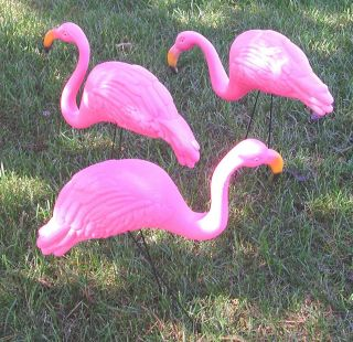 pink flamingo yard ornaments in Statues & Yard Art