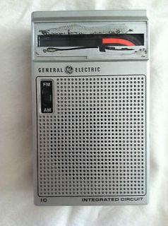General Electric AM/FM radio model no. 7 25820