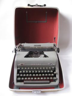 1950 Royal Quiet Deluxe Portable Manual Typewriter with hard case