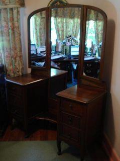 antique vanity in Dressers & Vanities