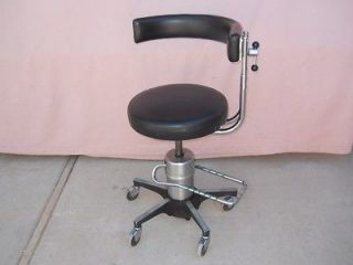 556 Hydraulic Surgeons Surgical Dental Stool Chair w/ Procedure Rest