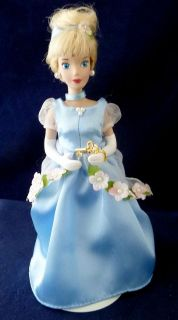 Disney Princess Cinderella Bras Key Porcelain Doll 8 Tall with Metal