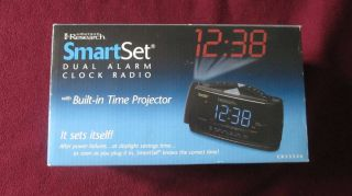 Research SmartSet Dual Alarm Clock Radio with Built in Time Projector