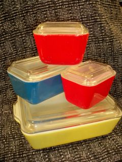 Vintage 8 Pc Set Pyrex Primary Colors Refrigerator Dishes & Lids Red