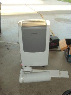 FRIDGIDAIRE 11000 BTU IN HOME AIR CONDITIONER GREAT CONDITION