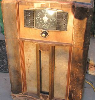 radios,collectors.antique/vintage zenith tube console radio.
