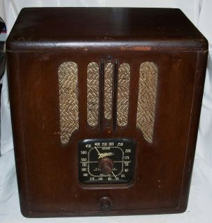 Antique Zenith Tall Table Radio 4 B 231 Wooden Cabinet Wood Z Knobs