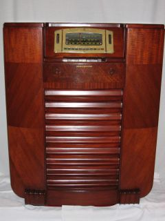 Antique General Electric H116 Console Radio
