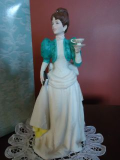 Avon Mrs Albee 1995 Presidents Award Full Size Figurine