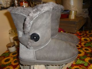 WOMENS GRAY UGG AUSTRALIA BAILEY BUTTON SIZE 8 FITS 9 EUC BARELY WORN