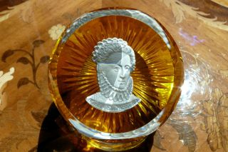Baccarat Sulfide Paperweight Franklin Mint Queen Elizabeth Gold Base
