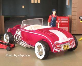 George Barris THE EMPEROR Custom Roadster, WW RRs, 164 Diecast