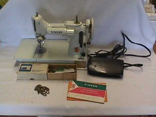 Singer Featherweight Portable Electric Sewing Machine Model 221 w/Case