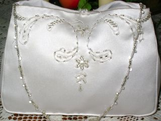 NWOT WHITE SATIN BEADED FORMAL BRIDAL WEDDING PURSE BAG CLUTCH