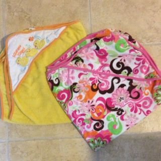 Lot Set of 2 Infant Baby Hooded Bath Towels