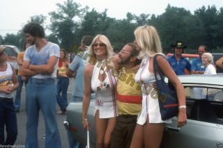 Bill Jenkins, Linda Vaughn & Hurstette NHRA drag race 1976 35mm photo