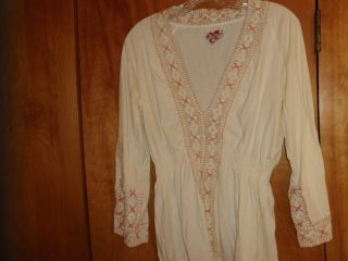 Buffalo David Bitton L 100% cotton cream top wtih peach embroidery