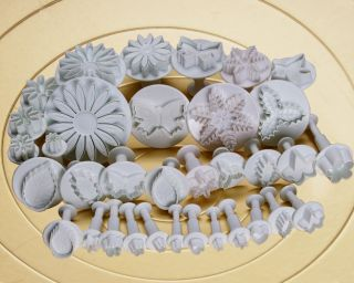 34pc Fondant Cake Cutter Butterfly Leaf Flowers Shapes Plunger