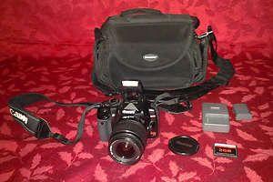 Canon EOS Digital Rebel XTi 10 1 MP Digital SLR Camera w Case Charger