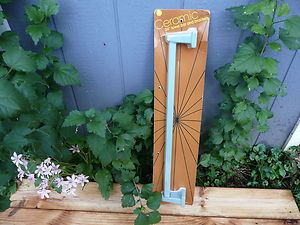 VINTAGE RETRO CERAMIC TOWEL BAR RACK HOLDER   BLUE IN ORIGINAL