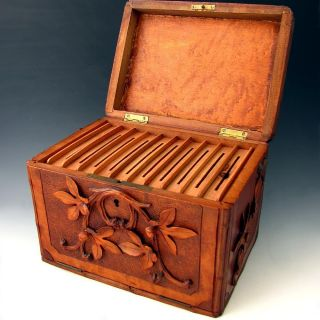 ANTIQUE BLACK FOREST HAND CARVED CIGAR CADDY BOX, GRAPE VINE MOTIF