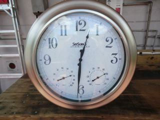 VINTAGE ATOMIC CLOCK( SKYSCAN )4 TIME ZONE,TEMP,HUMID 24 1/4X 3 1/4
