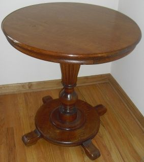 1920s Victorian Round Oak Pedestal Table