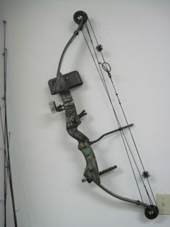 Hoyt Eclipse Compound Bow 28 80 with Accessories and Case