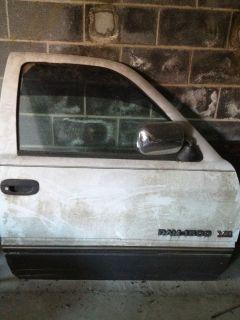 Dodge Ram Passanger Rt Door Complete assembly NR
