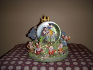 Disney Snow White Seven Dwarfs Snowglobe Music Box Collectible