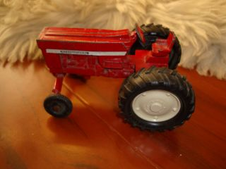 Beautiful Antique ertl farmall dyersville Iowa international tractor