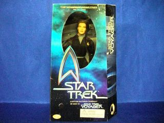 Star Trek The Women of Star Trek Captain Kathryn Janeway Action Figure