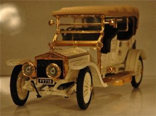 Franklin Mint 1911 Rolls Royce Tourer   White w/Gold Pin Striping with