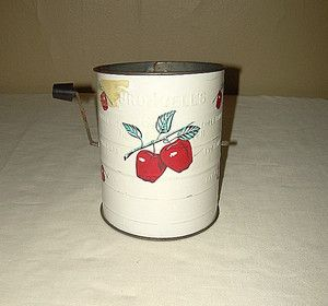 Nice Vintage Bromwells White Enamel Measuring 3 Cup Flour Sifter Red