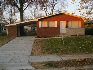 Edwardsville IL Move in Ready 3 Bedroom House with Finished Basement