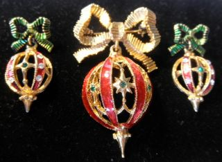 vintage christmas pin earrings set gold tone with red green enamel