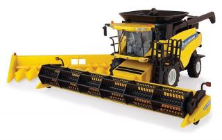 Ertl 1 32 New Holland CR8090 Combine Prestige
