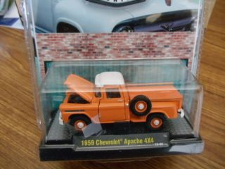 M2 Machines Auto Trucks 1959 Chevrolet Apache 4X4 Pickup orange