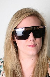 friends hot space sunglasses sale $ 25 50 $ 34 00 25 % off converter