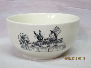 FISHS EDDY Alice in Wonderland Mad Hatters Tea Party Ceramic Bowl