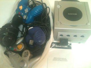 Nintendo DOL 101(USA) GameCube w/4 controllers