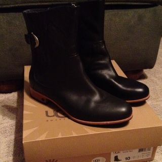 UGG Australia Finnegan Short Leather Boots Size 10