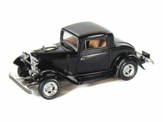 1932 Ford Coupe V8 Hot Rod w Suicide Doors Black Diecast Model Car 1