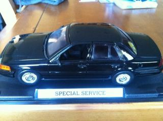 Ford Crown Victoria Police Interceptor P71 1 18th scale model car