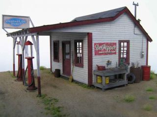 2005 1930s Gas Station w Pumps by Evergreen Hill Designs O Scale Kit