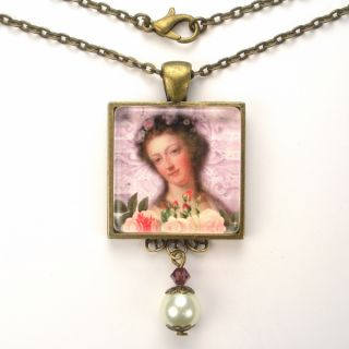 French Queen Art Glass Pendant Necklace Vintage Charm Jewelry